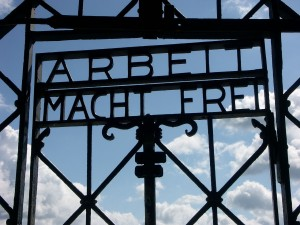 pr holocaust 1280px-Arbeit_Macht_Frei_Dachau_8235